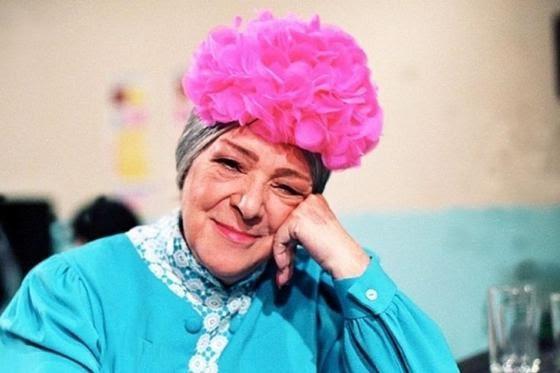 """De revolucionaria a 'bruja'. Angelines Fernández, más conocida como la 'bruja del 71', fue una colaboradora de las guerrillas que luchaban contra el general Francisco Franco. En 1947 se vio en la necesidad de emigrar a México en 1947. Ella ingresó a """"El Chavo del 8"""" por recomendación de Ramón Valdés. (Fuente: Televisa)"""
