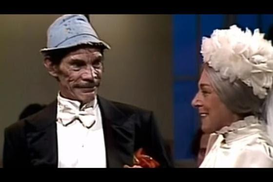 Un inesperado vuelco ocurrió en un episodio en el que don Ramón y doña Clotilde se casaban. La secuencia, que resultó ser una pesadilla del Chavo, revelaba que el profesor Jirafales era un parroco, para horror de doña Florinda. (Fuente: Televisa)