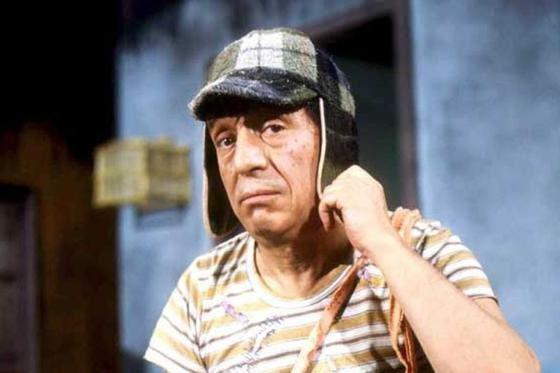 Cómo llegó al vecindario. El Chavo fue llevado a un orfanato, pero huyó del mismo. Luego fue acogido por una amable anciana que vivía en el departamento 8 de la quinta, ganando su apelativo. Tristemente, la mujer murió poco después de acoger al Chavo. (Fuente: Televisa)